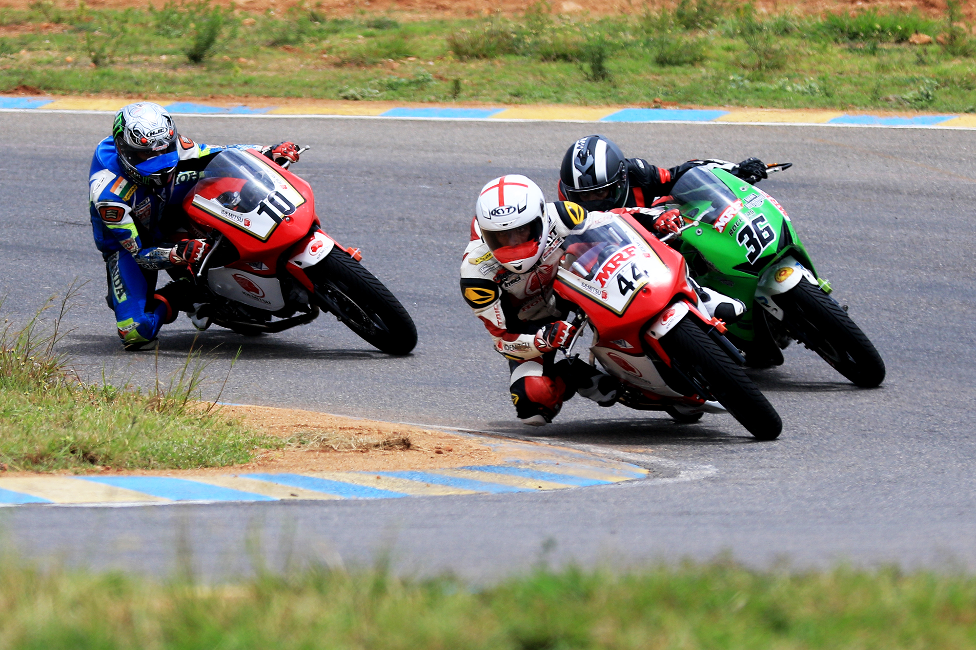 Anish Shetty (No.44), winner of Pro-Stock (165cc) race. Others in picture are Kevin Kannan (36) and Mithun Kumar (10)(June 10)..jpg